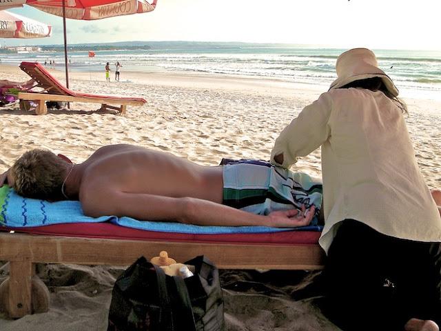 Massage murah di Pantai Kuta