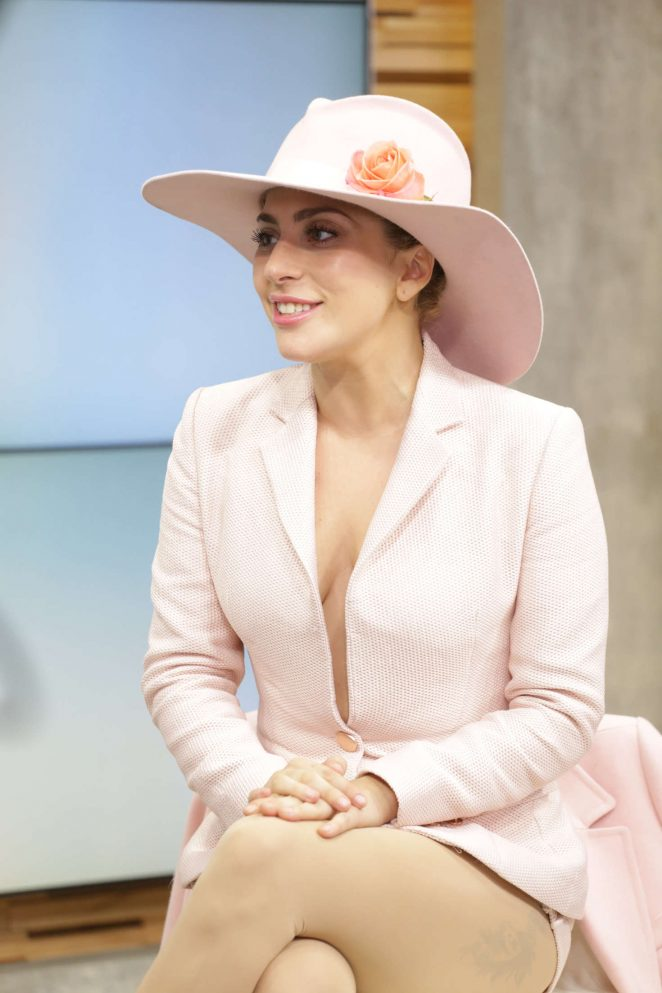 American Singer Lady Gaga Thighs Legs In Pink Dress