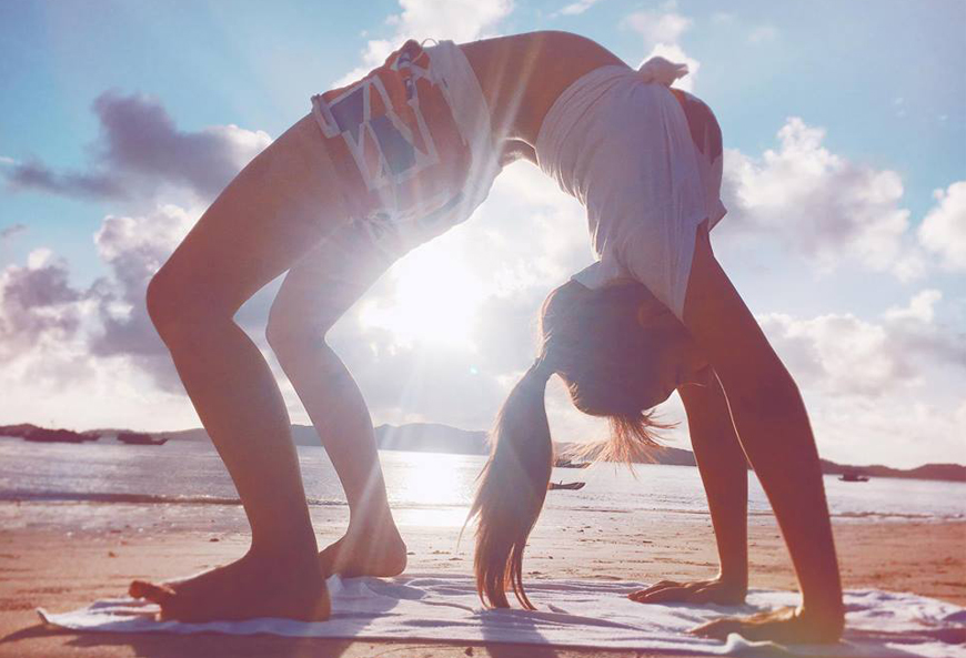 6-ly-do-ban-nen-luyen-tap-yoga-ngoai-troi