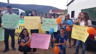 Professores e estudantes protestam