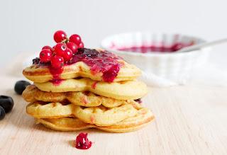 pancakes with fruit sauce