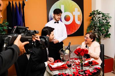 Dona Zulma encontra Danilo e é recebida em grande estilo pelo apresentador (Crédito: Gabriel Cardoso/SBT)