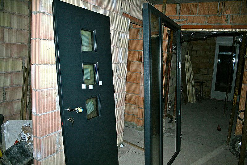 mein baublog fenster haust r dach 1. Black Bedroom Furniture Sets. Home Design Ideas