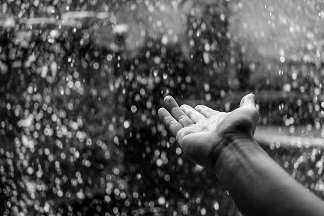 Bagaimana Bisa Air Hujan Terasa Tawar Padahal Asalnya dari Laut?