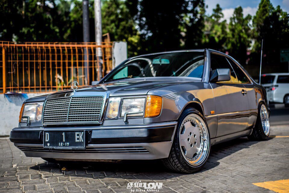 mercedes benz c124 300ce on oz amg aero wheels benztuning. Black Bedroom Furniture Sets. Home Design Ideas