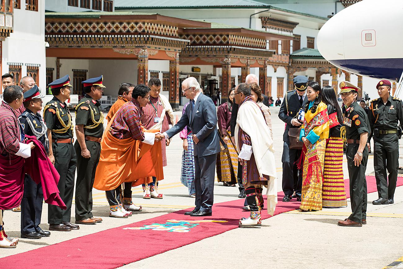 Đức Vua và Hoàng Hậu Thụy Điển trong chuyến công du đầu tiên đến Bhutan