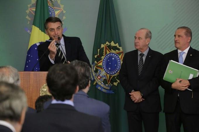 Bolsonaro assina decreto que flexibiliza posse de armas: 'Para garantir o direito legítimo à defesa'.