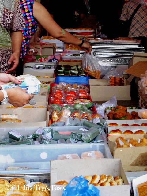 Pasar Kue Tradisional Blok M, Sepenggal Kelezatan di Awal Hari
