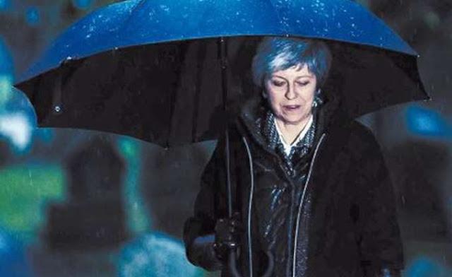 The Telegraph: Μέι, παραιτήσου