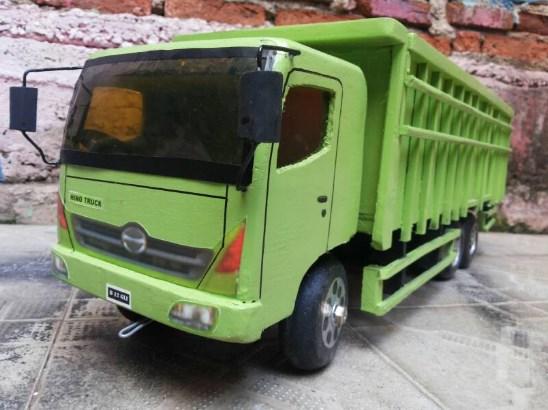 miniatur truk hino lohan