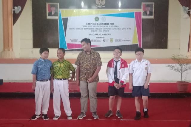 Aristo (kanan) Juara 1 KOMAT 2019 Tingkat SMP