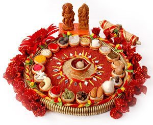 Diwali diya pooja thali rangoli decoration ideas pictures for Aarti thali decoration with rice