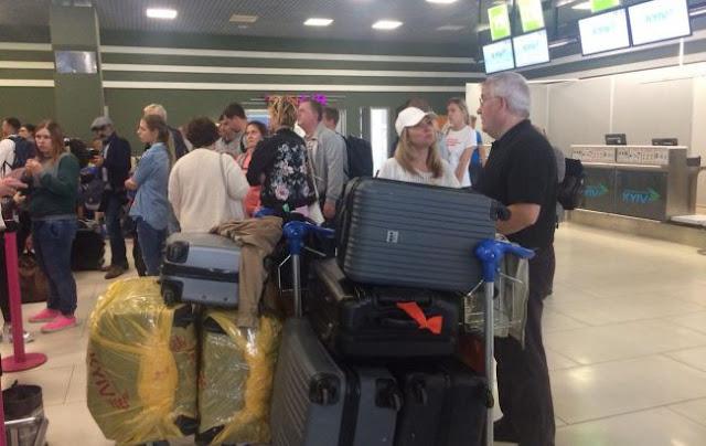 Хаос, бійка, перенесені рейси: епопея в аеропорту