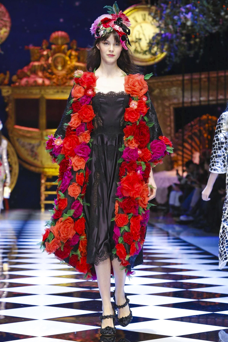 "fa5f559bf5a0 Dolce   Gabbana ""Dreamy Inspired"" Fall Winter 2016-17 Dress Collection"