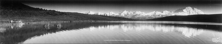 Photo panoramique du Mont McKinley prise par Eugene O. Goldbeck en 1958