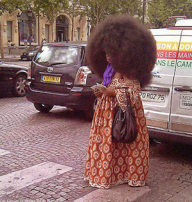 dicke schwarze Frau mit Afro Frisur lustige Spaßbilder