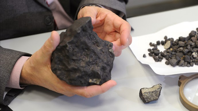 asteroid in hand - photo #41