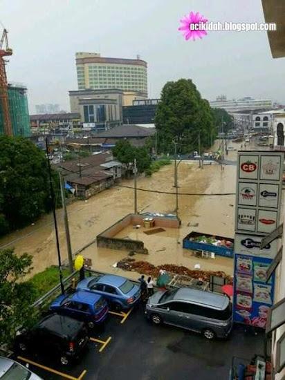 Hujan Lebat Dan Banjir Kilat - Bandar Kajang