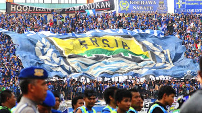 Fanatisme Buta Sepakbola Adalah Dampak Dari Kemiskinan