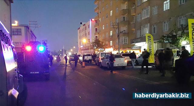 DİYARBAKIR-Diyarbakır'ın merkez Bağlar ilçesinde meydana gelen silahlı çatışmada bir PKK'li öldü, biri polis olmak üzere 2 kişi yaralandı.