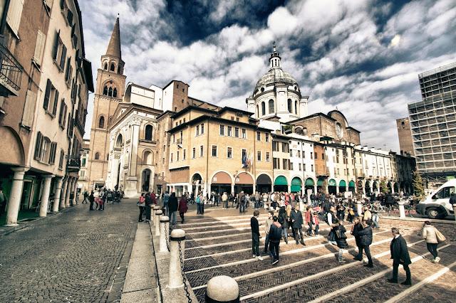 Torre dell'Orologio e Palazzo della Ragione-Piazza delle Erbe-Mantova