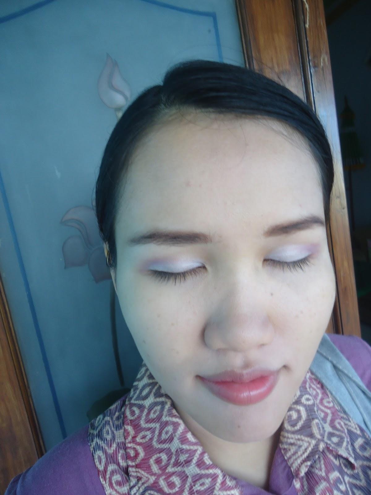Uli Mayang REVIEW VIVA QUEEN EYE SHADOW SERI C Pink To White