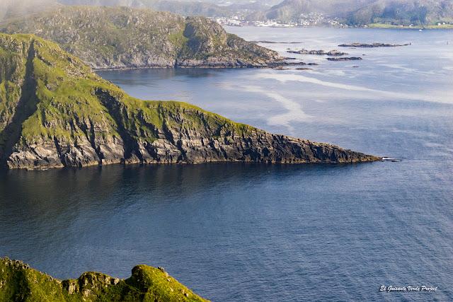 Acantilados de la Isla de Runde, Noruega por El Guisante Verde Project