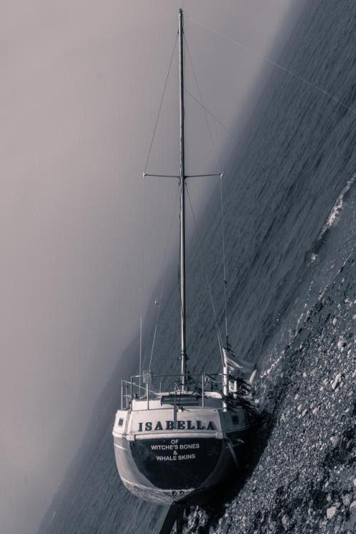 Vaixell de vela escorat...