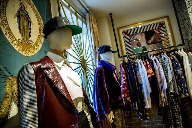 Rafturi metalice pentru magazinele de haine
