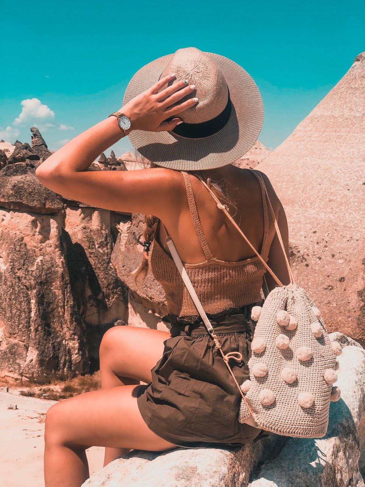 mochila pompones Zara