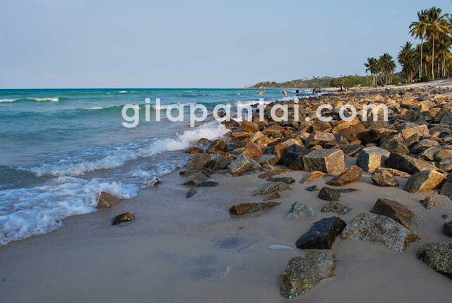 pantai unik di pulau bangka matras