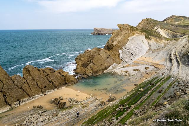 Cala Madero en la Costa Quebrada - Cantabria, por El Guisante Verde Project