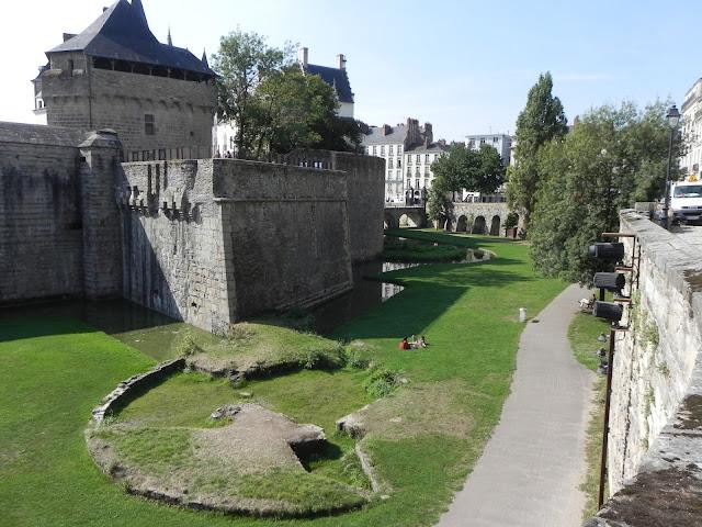 Vista a partir do Muro do Castelo para o lado de dentro - Castelo dos Duques da Bretanha - Nantes- França