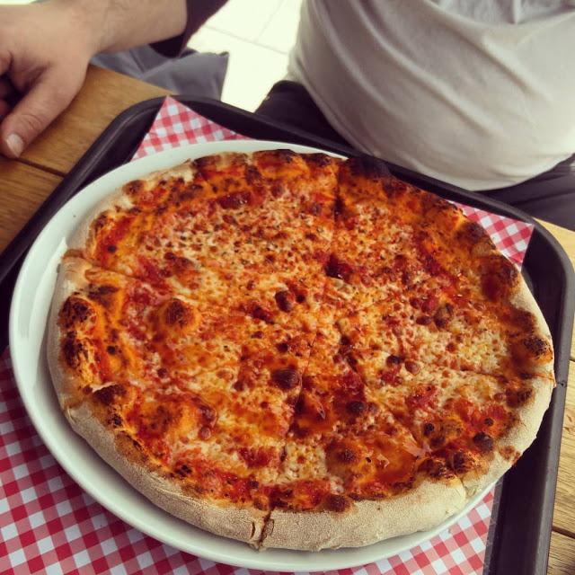 פיצה מרגריטה קלאסית.