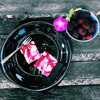 Jogurt Kolač sa Kupinama