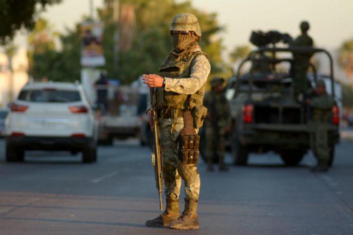 Un menor muere baleado presuntamente en retén militar en Nuevo León