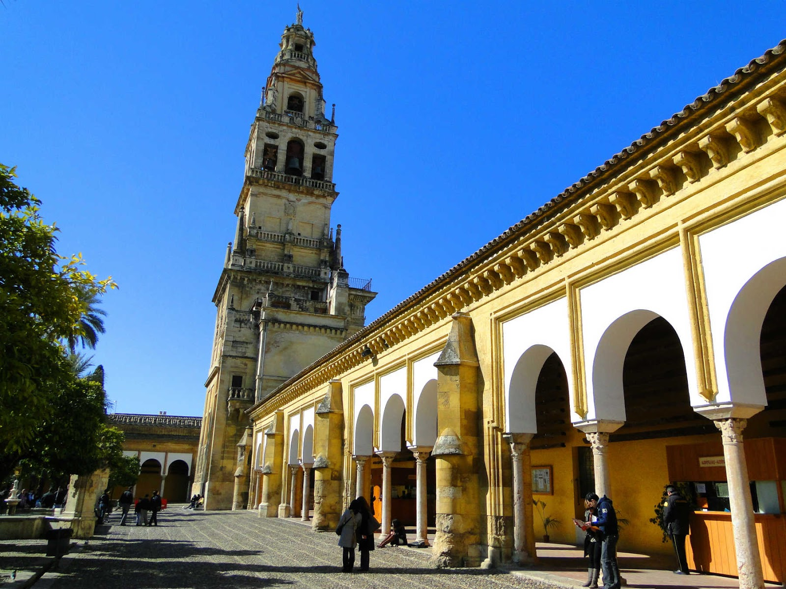 Pátio dos Naranjos, Catedral de Córdoba, Espanha.