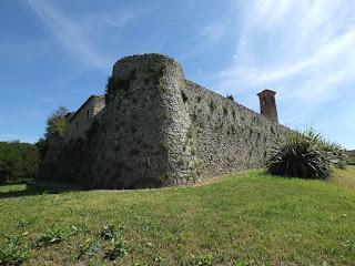 Torre in angolo castello di Albereto