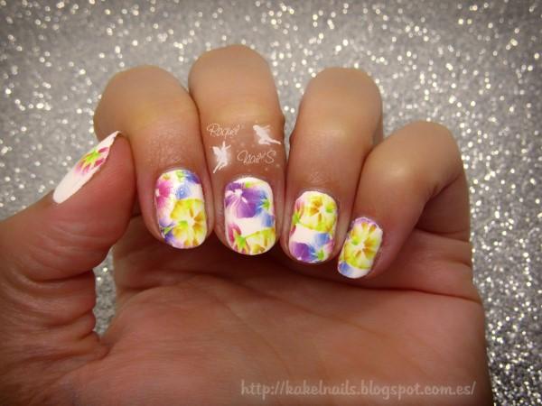 White-nail-art
