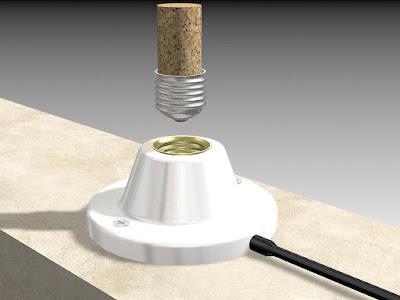 выкрутить лампочку если она лопнула, с помощю пробки