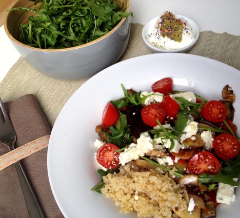 Bunter Bulgur Salat mit Schafjoghurt Pesto_My Kitchen Logbook
