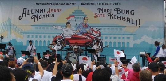 Ruth Sahanaya Bergabung Bersama Massa Pendukung, Bernyanyi Lagu Inspirasi Sambut Kedatangan Jokowi