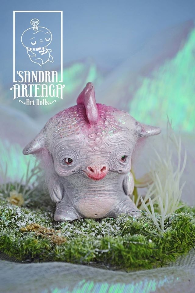 16-Sandra-Arteaga-Sculptures-of-Sweet-Creatures-from-Another-Universe-www-designstack-co