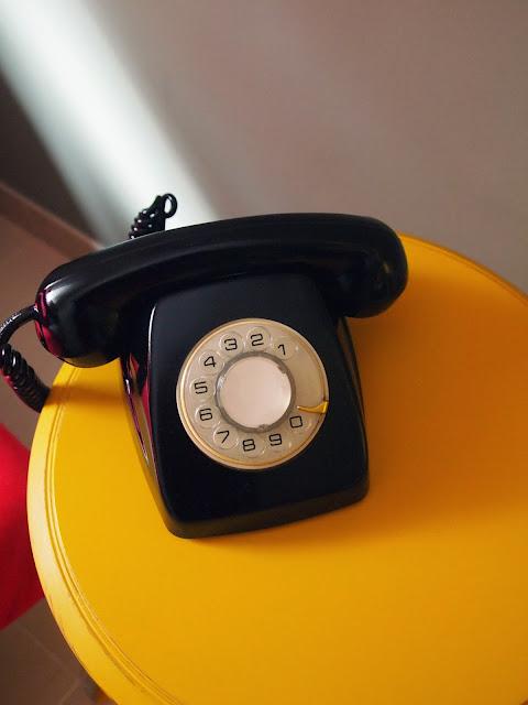 reciclando teléfono antiguo español, aire retro,