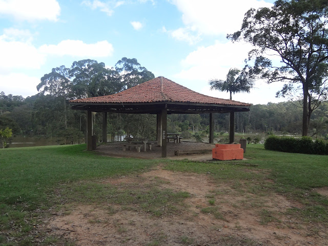 Quiosque com churrasqueiras Parque do Carmo