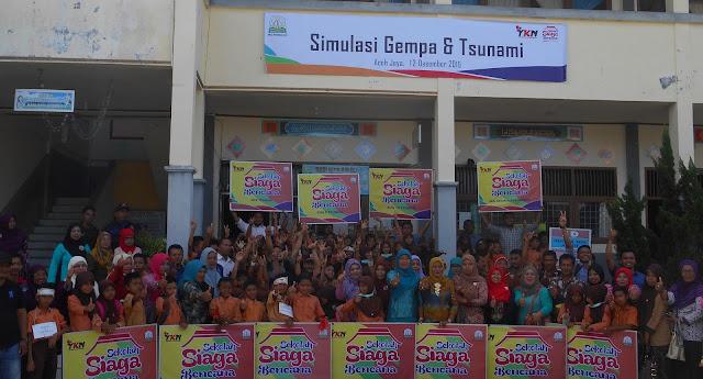Anak Sekolah SD Simulasi Bencana Tsunami di Aceh Jaya