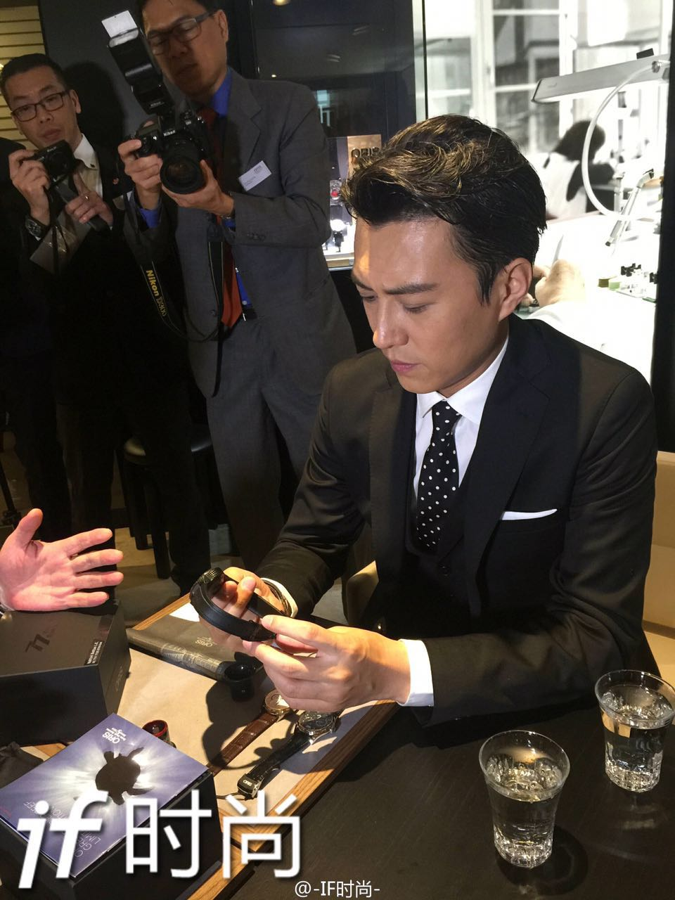 In these pictures, Jin Dong is looking at a watch from Oris, a Swiss luxury watchmaker brand located in Basel (which is unusual).