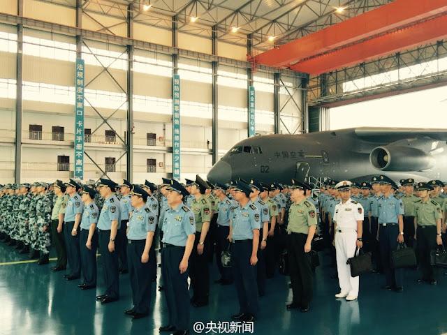 طائره النقل الثقيل الصينيه الجديده Xian Y-20  Xian%2BY-20%2Bmilitary%2Btransport%2Baircraft%2Bhand%2Bover%2Bceremony%2B6