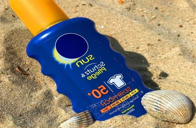 Gunakan sunscreen untuk mencegah bekas jerawat