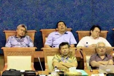 Foto-Foto Anggota Dewan (DPR/DPRD) RI Tidur Pulas Saat Sidang Soal Rakyat